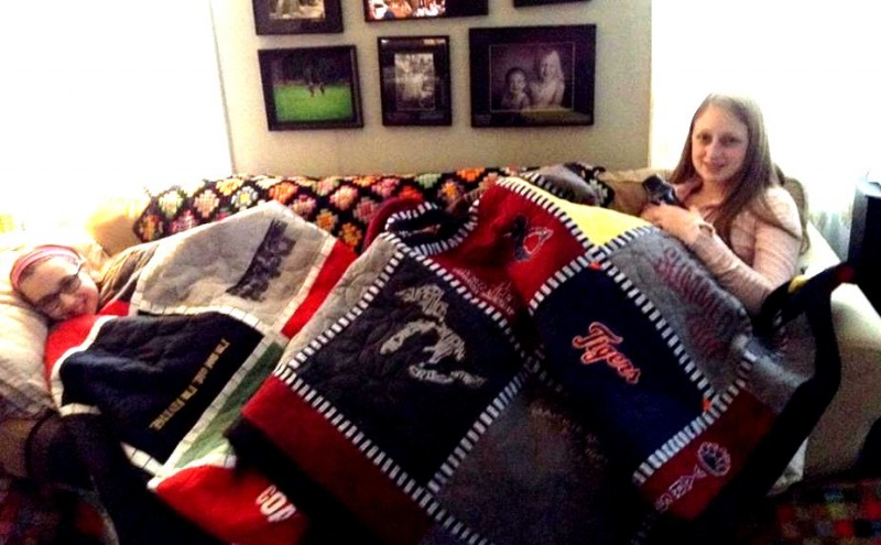 Lizzy and Chloe with their quilts.